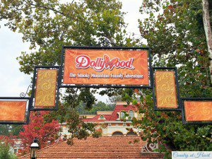 Dollywood Welcome-Sign
