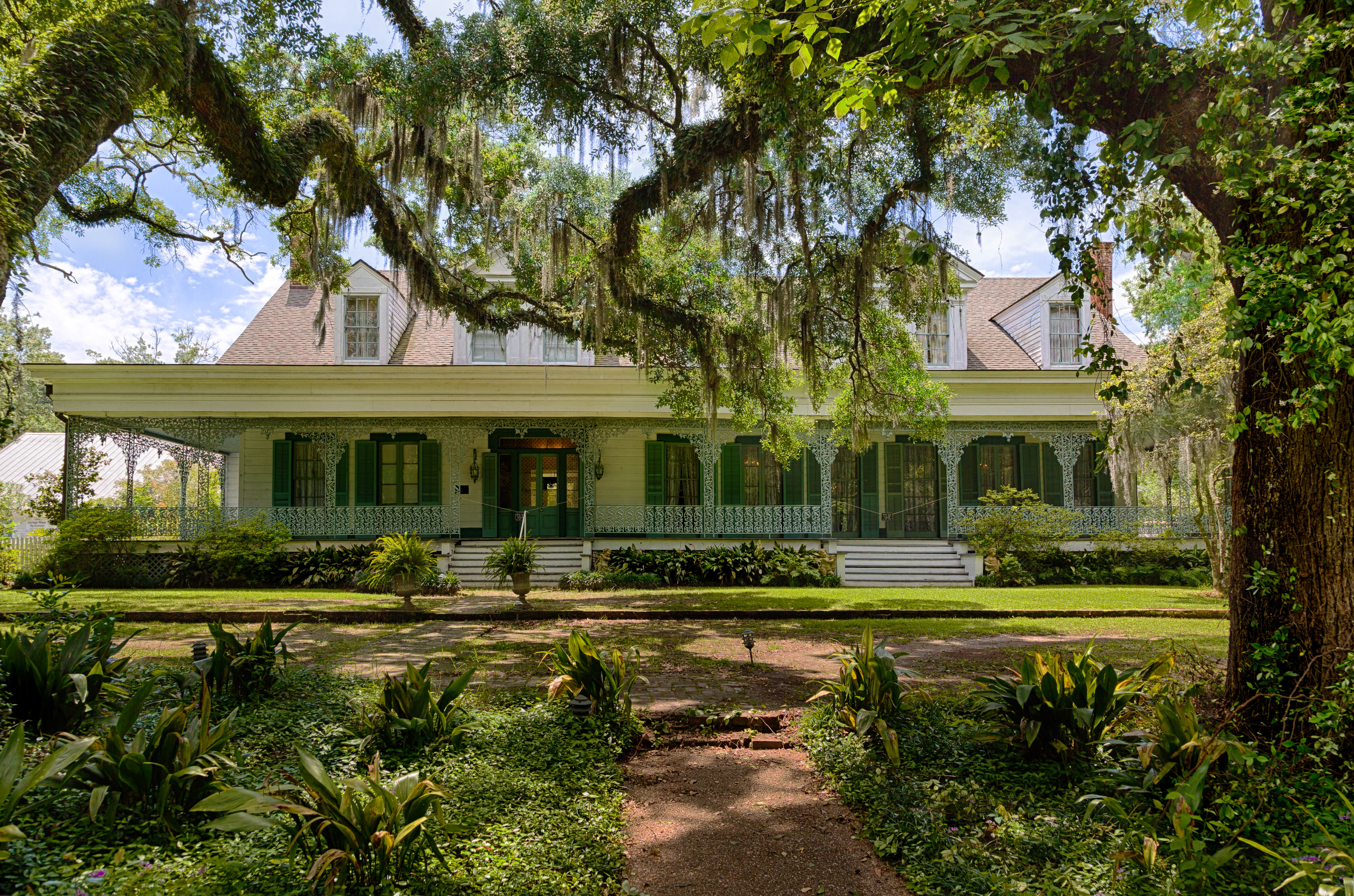 10 Most Haunted Places of the South | Country at Heart